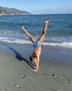 Frei und ungebunden am Strand in Monterosso al Mare.