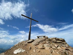 Grenzenlose Freiheit auf dem Gipfel des Berges Aufnahme auf dem Parpaner Rothorn