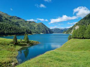 Lago di Luzzone: Traumhafte Idylle! Start unserer wunderschönen Tour über die Greina Hochebene