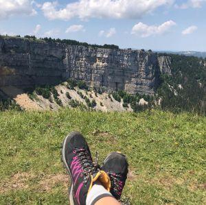 Nach dem steilen Aufstieg zu den Felsen des Creux du Van fühlt man sich wahrlich frei und ungebunden !